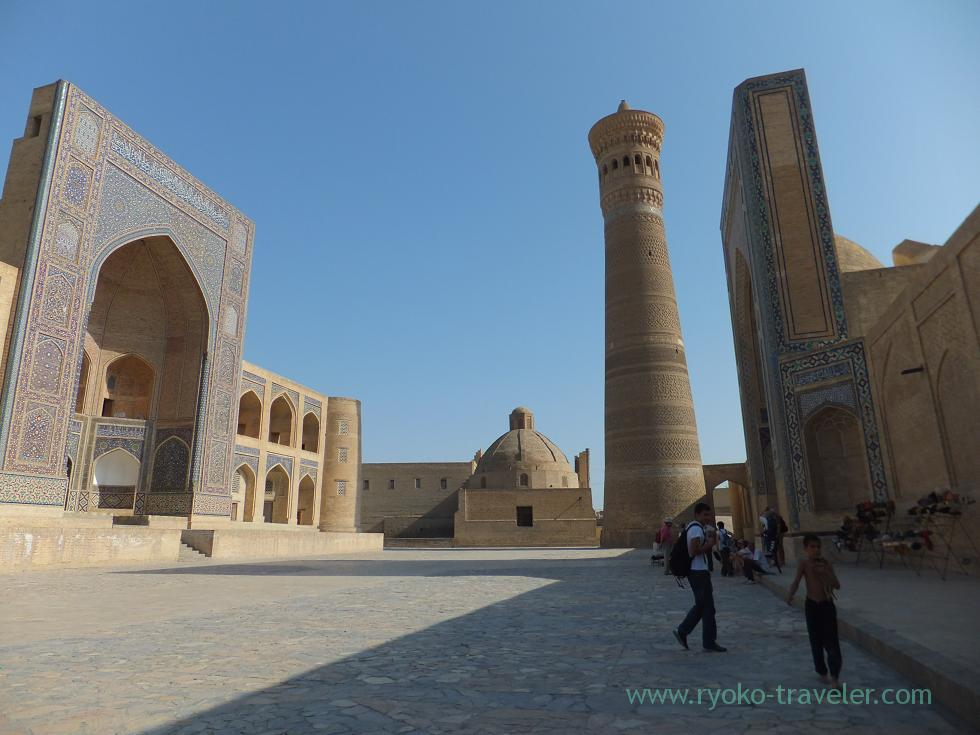 20110911_ブハラ、左から、ミル・アラブ・メドレセ、カラーン・ミナレット、カラーン・モスク