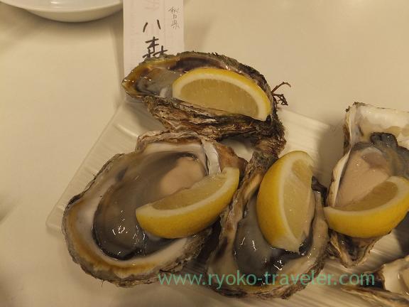 Raw Oyster from Hachimori containing tabekurabe set, Chika-no-iki (Tsukiji)