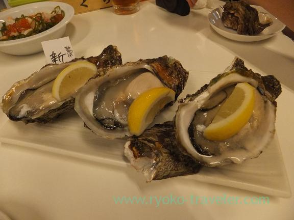 Raw Oyster from Niigata containing tabekurabe set, Chika-no-iki (Tsukiji)