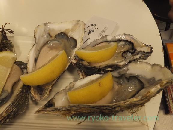 Raw Oyster from Shizugawa containing tabekurabe set, Chika-no-iki (Tsukiji)