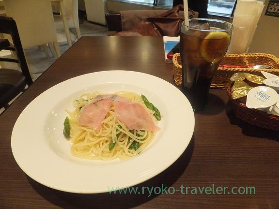 Spaghetti with uncurd ham, Tres bien (Funabashi)