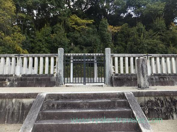 Whole view, Mausoleum of Emperor Monmu (Nara)