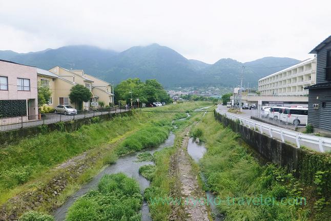 Toward Yunotsubo onsen, Bee-Honey, Yufuin (Oita 2015 Spring)